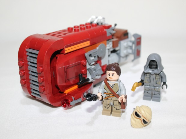 The finished build. Both mini figures and the Speeder.